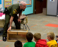 Officer familiarizes students with Indiana reptiles