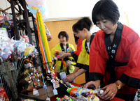 Touch of Japan - Women add another culture to Oktoberfest