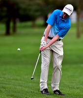 Golf team struggles with short game in loss to Henryville